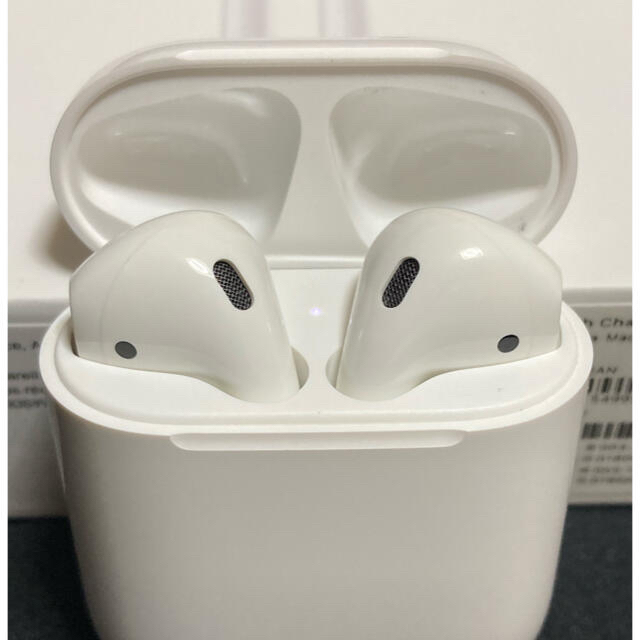 Apple(アップル)のAirPods 第2世代 スマホ/家電/カメラのオーディオ機器(ヘッドフォン/イヤフォン)の商品写真