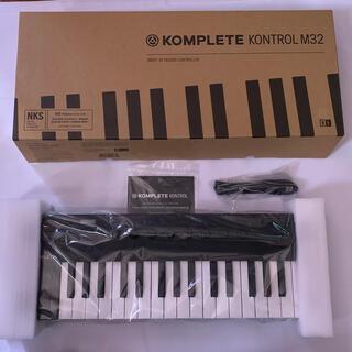 KOMPLETE KONTROL M32(MIDIコントローラー)