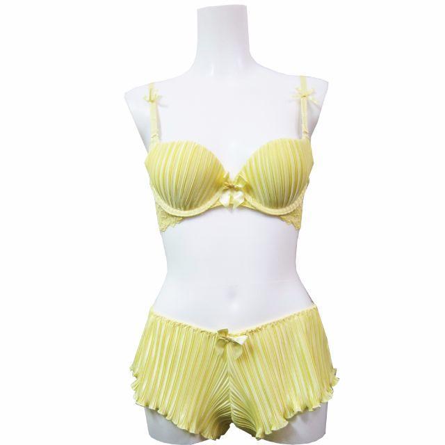 ♡B70♡サテンプリーツブラセット♡シャイニーイエロー♡ レディースの下着/アンダーウェア(ブラ&ショーツセット)の商品写真