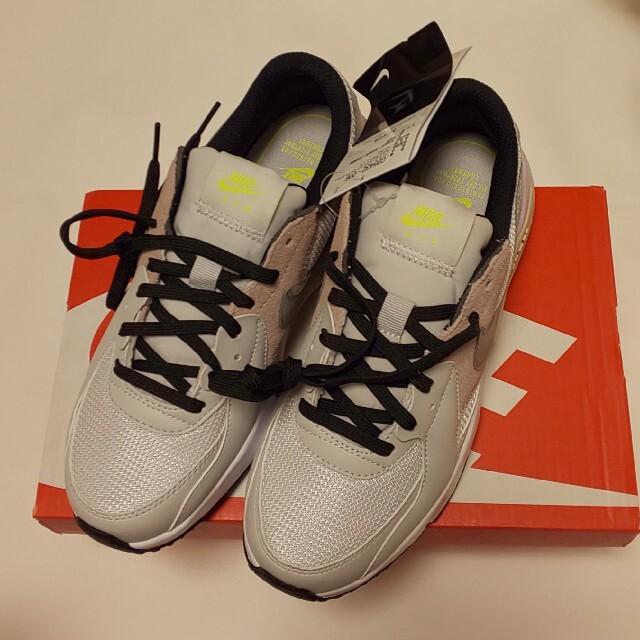 NIKE(ナイキ)のナイキ エアマックス エクシー 新品 23.5  レディースの靴/シューズ(スニーカー)の商品写真