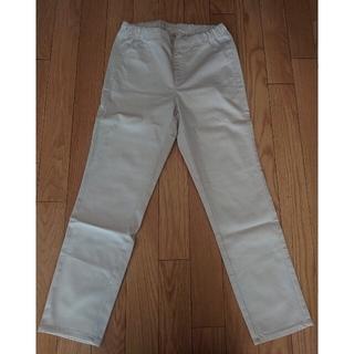 UNIQLO - ベージュの細身パンツ