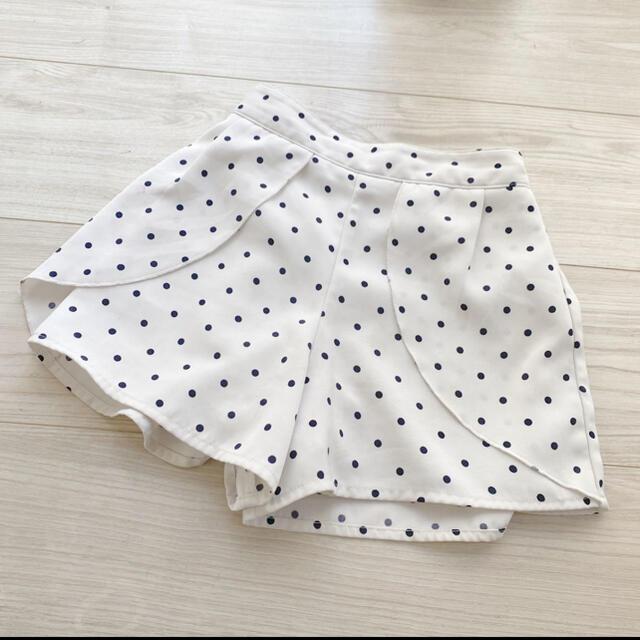 GU(ジーユー)のドット柄 モノトーン 白 ショートパンツ 半ズボン キュロット キッズ/ベビー/マタニティのキッズ服女の子用(90cm~)(スカート)の商品写真
