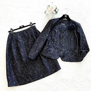 レリアン(leilian)の新品同様‼️レリアン  膨れ織り コサージュ付きスカートスーツ(スーツ)