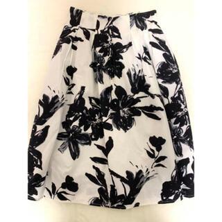 ミーア(MIIA)の【最大値下げ】Roomy's MIIA 花柄スカート 値下げ(ひざ丈スカート)