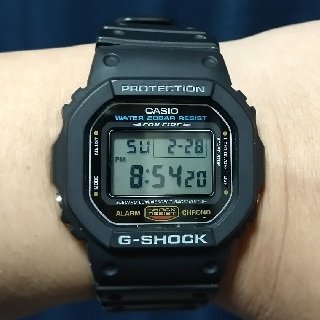 G-SHOCK(ジーショック)のCASIO G-SHOCK DW-5600E メンズの時計(腕時計(デジタル))の商品写真