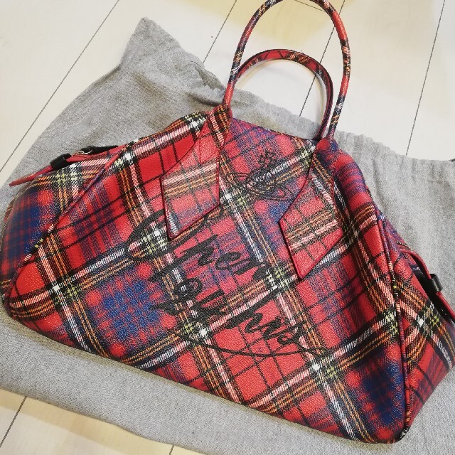 Vivienne Westwood(ヴィヴィアンウエストウッド)の未使用 Open 24 Hours  レッドマック ラージヤスミンバッグ レディースのバッグ(ハンドバッグ)の商品写真