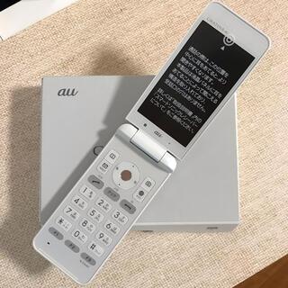 キョウセラ(京セラ)の新品 KYF31 GRATINA 4G WHITE SIMロック解除済(携帯電話本体)