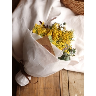 『ありがとう』を花に添えて。ミモザスワッグ。ドライフラワースワッグ。ミモザの日(ドライフラワー)