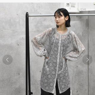ダブルクローゼット(w closet)のalley by wcloset フラワーシアーシャツ(シャツ/ブラウス(長袖/七分))