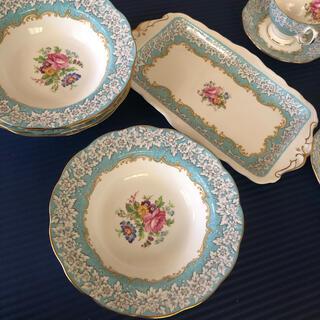 ロイヤルアルバート(ROYAL ALBERT)のロイヤルアルバート 未使用セット皿5枚プレート一枚(食器)