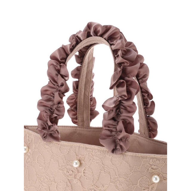 Maison de FLEUR(メゾンドフルール)のフラワーレースパールフリルハンドルトートバッグ レディースのバッグ(トートバッグ)の商品写真