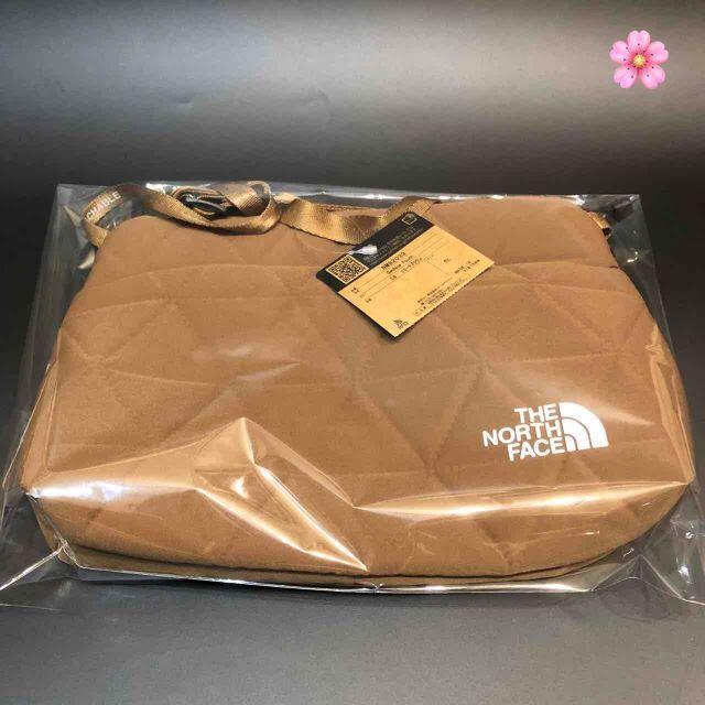 THE NORTH FACE(ザノースフェイス)の送料無料 ノースフェイス ジオフェイスポーチ ブラウン NM82033 即日発送 レディースのバッグ(ショルダーバッグ)の商品写真