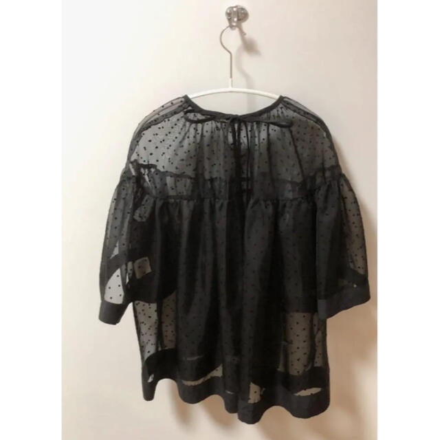 Drawer(ドゥロワー)のyori ドットオーガンジーブラウス  ブラック ヨリ レディースのトップス(シャツ/ブラウス(長袖/七分))の商品写真