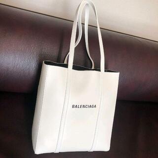 Balenciaga - 新品 正規品 Balenciaga everyday tote XS サイズ 白