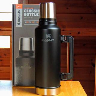 スタンレー(Stanley)のスタンレーSTANLEYクラシック真空ボトル1.9Lマットブラック真空断熱水筒(食器)