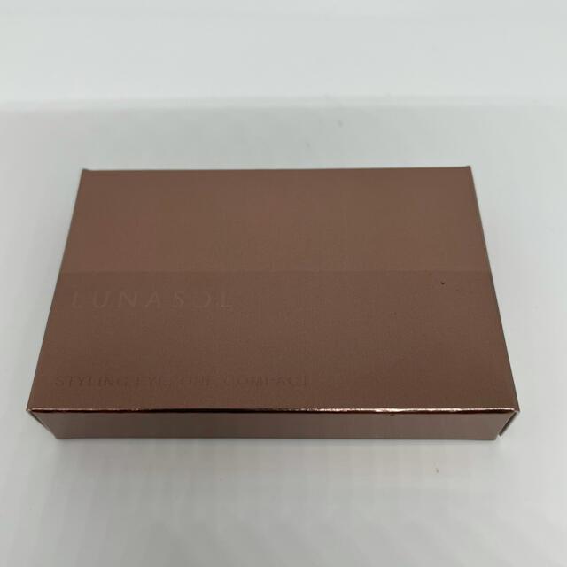 LUNASOL(ルナソル)のルナソル スタイリングアイゾーンコンパクト 01 Natural Brown コスメ/美容のベースメイク/化粧品(アイシャドウ)の商品写真