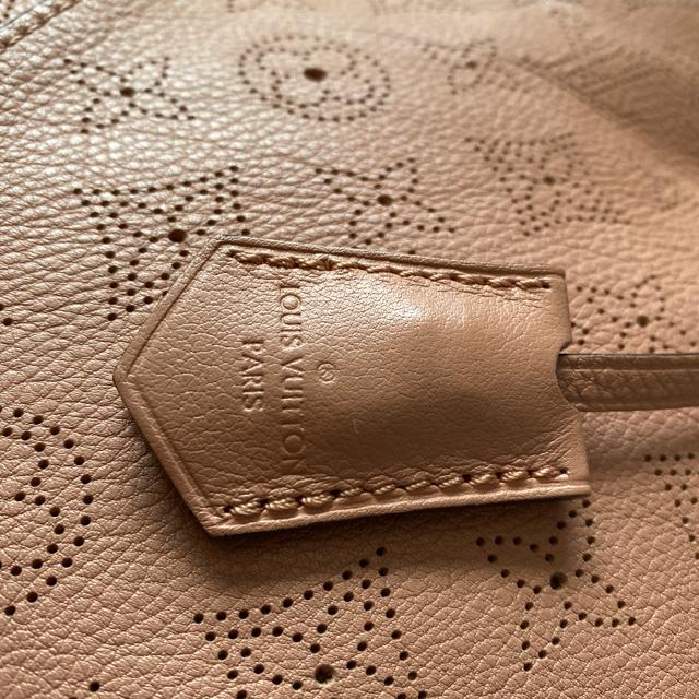 LOUIS VUITTON(ルイヴィトン)のルイヴィトン マヒナ  セレネ レディースのバッグ(ショルダーバッグ)の商品写真