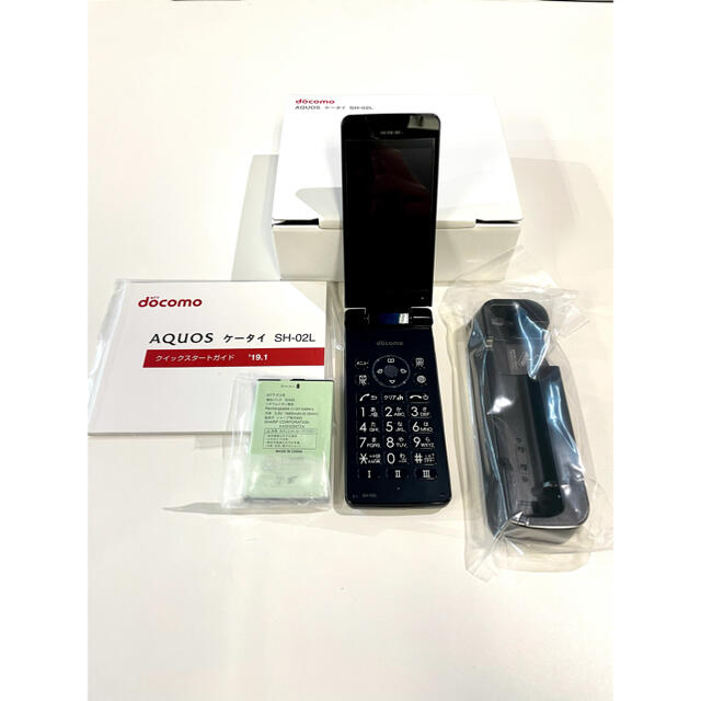 NTTdocomo(エヌティティドコモ)の新品 未使用 docomo AQUOS ケータイ SH02L 1個 ブラック スマホ/家電/カメラのスマートフォン/携帯電話(携帯電話本体)の商品写真