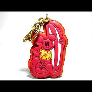 コーチ(COACH)の【日本限定】コーチ キーホルダー サーフィン ディズニー ミッキーマウス(キーホルダー)