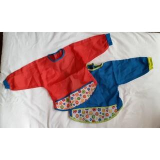 イケア(IKEA)の2枚組袖つきお食事エプロン赤青レッドブルースタイお砂遊びスモック速乾性水玉模様(お食事エプロン)