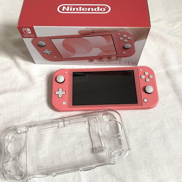 Nintendo Switch(ニンテンドースイッチ)のSwitch LITE コーラル 本体 エンタメ/ホビーのゲームソフト/ゲーム機本体(携帯用ゲーム機本体)の商品写真