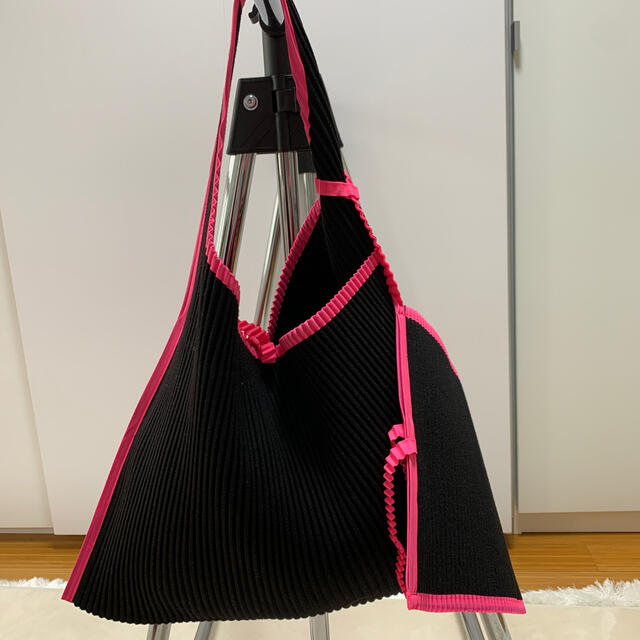 ISSEY MIYAKE(イッセイミヤケ)のイッセイ ミヤケ バック 少しお値下げ❗️ レディースのバッグ(トートバッグ)の商品写真