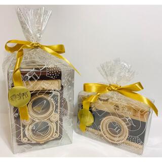 カルディ(KALDI)のカルディ 木製レフレックスカメラ・一眼レフカメラ 2個セット《ラッピング済》(菓子/デザート)