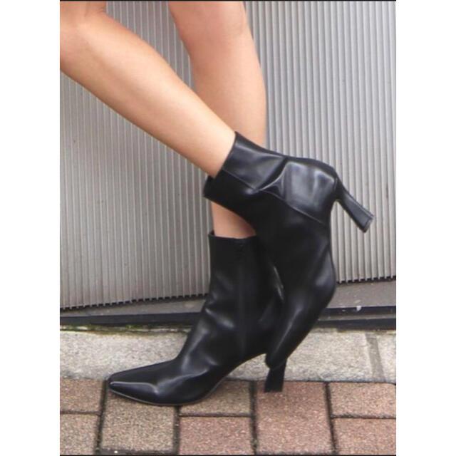 EMODA(エモダ)のEMODA カーブヒールフィットブーツ ブラック Mサイズ(約23,5cm) レディースの靴/シューズ(ブーツ)の商品写真