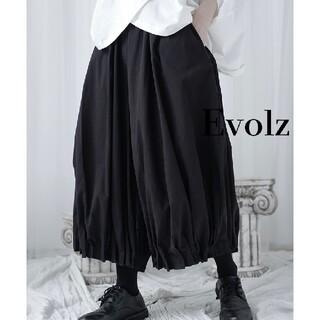 ブラック 裾プリーツ バルーンパンツ