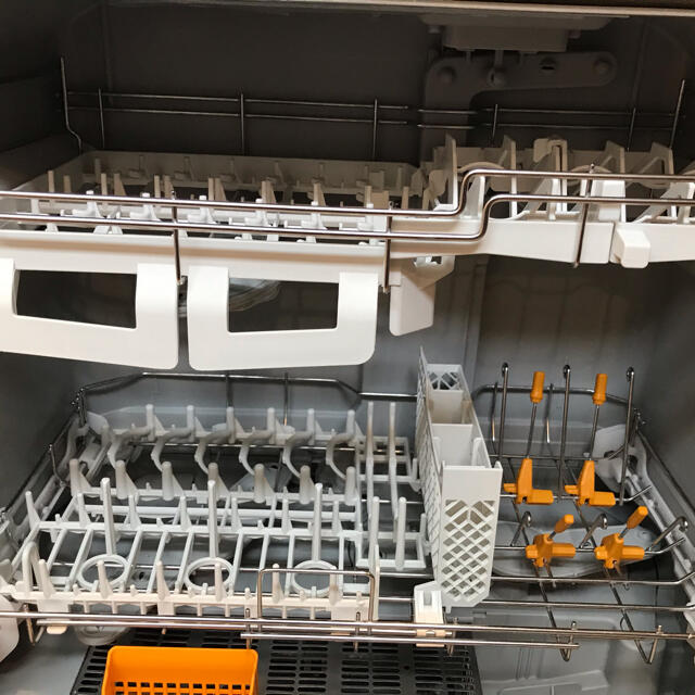 Panasonic(パナソニック)のパナソニック Panasonic 卓上型食器洗い乾燥機 食洗機 NP-TR9 スマホ/家電/カメラの生活家電(食器洗い機/乾燥機)の商品写真
