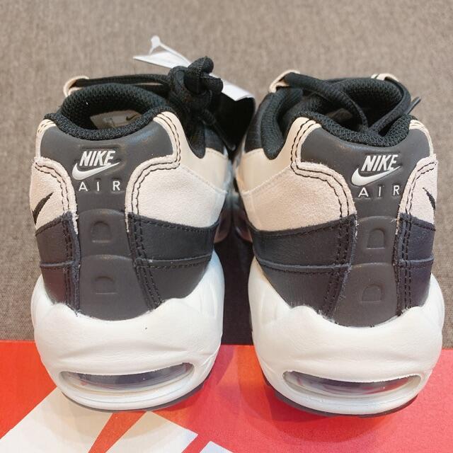 NIKE(ナイキ)の23.5cm WMNS NIKE AIR MAX 95 ブラックベージュ 2 レディースの靴/シューズ(スニーカー)の商品写真