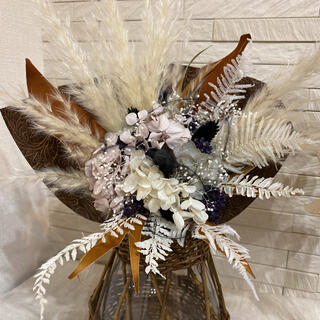 アジサイとパンパスグラス、マグノリアの葉でブーケ(ドライフラワー)