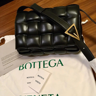 Bottega Veneta - 新品正規品 BOTTEGA VENETA パデッドカセット ショルダーバッグ