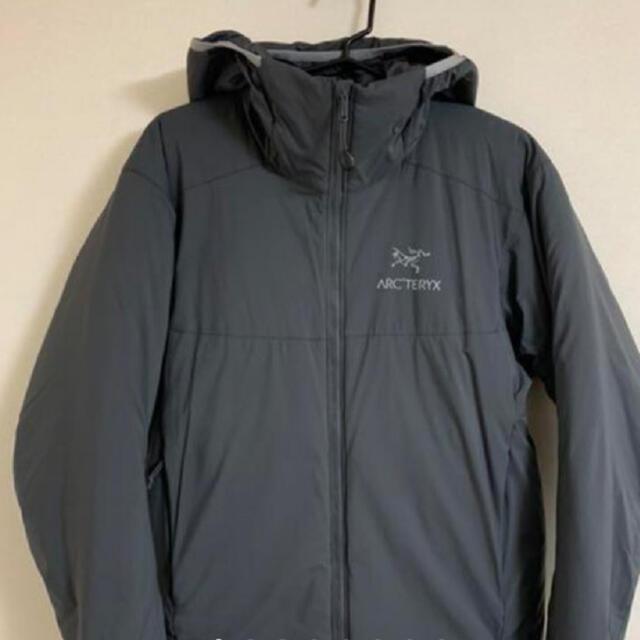 ARC'TERYX(アークテリクス)のクーポン記念 アークテリクス ATOM AR HOODY グレー XS 美品です メンズのジャケット/アウター(ダウンジャケット)の商品写真