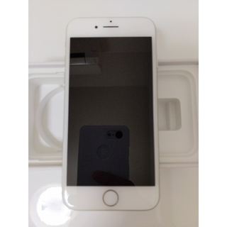 アイフォーン(iPhone)のiPhone8 64gb シルバー(スマートフォン本体)
