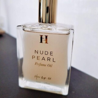 her lip to NUDE PEARL Perfume Oil 香水