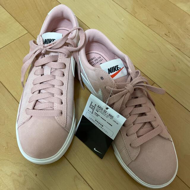 NIKE(ナイキ)のナイキ ウィメンズ ブレーザー LOW SD レディースの靴/シューズ(スニーカー)の商品写真