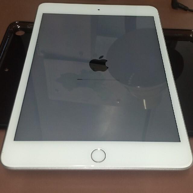 iPad(アイパッド)のIpad mini5 64GB シルバー MUQX2LL/A A2133 スマホ/家電/カメラのPC/タブレット(タブレット)の商品写真