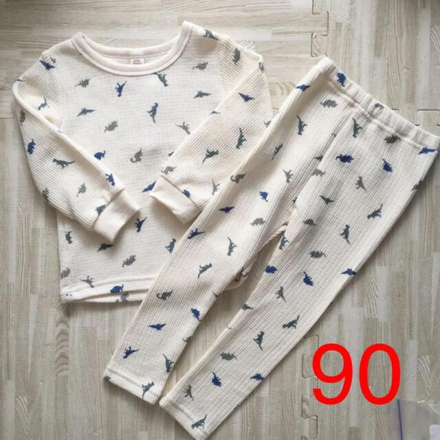しまむら(シマムラ)の90 恐竜 パジャマ セットアップ  キッズ/ベビー/マタニティのキッズ服男の子用(90cm~)(パジャマ)の商品写真