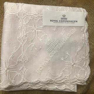 ロイヤルコペンハーゲン(ROYAL COPENHAGEN)のロイヤルコペンハーゲン 薄ピンク 刺繍 ハンカチ(ハンカチ)