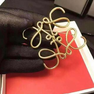 ゴールド 新品 アナグラム デザイン ブローチ 人気 レディース アクセサリー