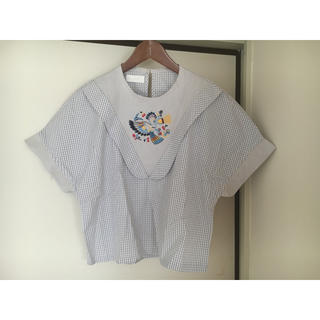 アッシュペーフランス(H.P.FRANCE)のとり刺繍ブラウス(シャツ/ブラウス(半袖/袖なし))