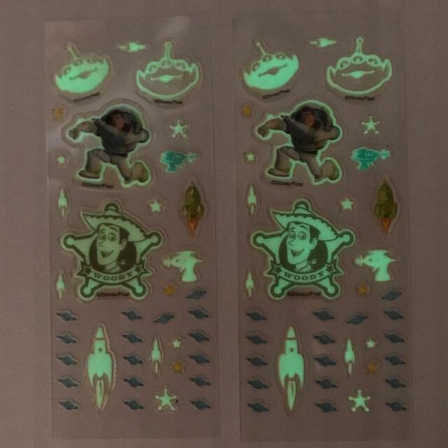 トイ・ストーリー(トイストーリー)のトイストーリーシール 防水 蛍光シール ウッディ バズライトイヤー ディズニー  エンタメ/ホビーのおもちゃ/ぬいぐるみ(キャラクターグッズ)の商品写真