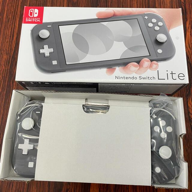 Nintendo Switch(ニンテンドースイッチ)の美品★任天堂Switchライト本体 グレー エンタメ/ホビーのゲームソフト/ゲーム機本体(携帯用ゲーム機本体)の商品写真