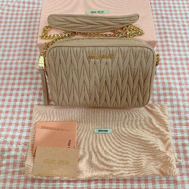 miumiu(ミュウミュウ)のMIUMIU  ピンク カメラバック ショルダーバッグ レディースのバッグ(ショルダーバッグ)の商品写真