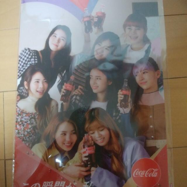コカ・コーラ(コカコーラ)のNiziuオリジナルクリアファイル エンタメ/ホビーのタレントグッズ(アイドルグッズ)の商品写真