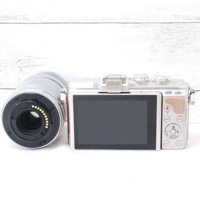 OLYMPUS(オリンパス)の❤️人気ブラウンカラー❤️Wi-Fi&自撮り❤️OLYMPUS E-PL8 スマホ/家電/カメラのカメラ(ミラーレス一眼)の商品写真