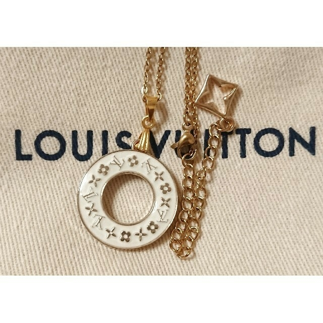 LOUIS VUITTON(ルイヴィトン)のLOUIS VUITTON ホワイトサークルチャームネックレス レディースのアクセサリー(ネックレス)の商品写真