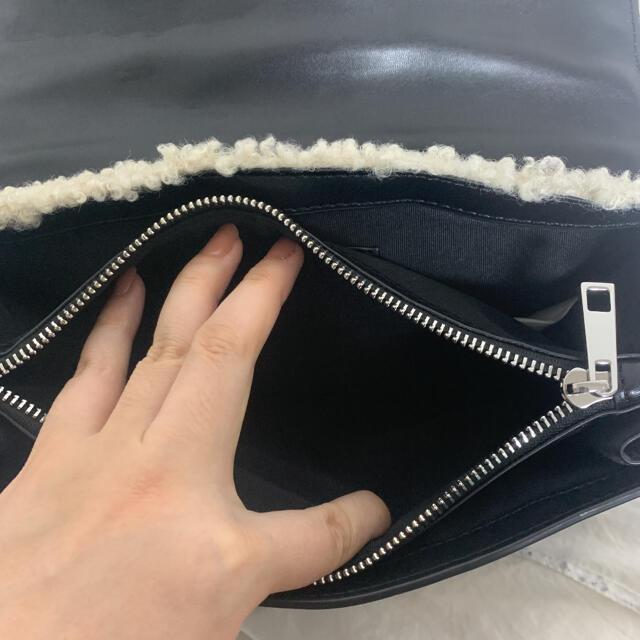 ZARA(ザラ)のzara ボア生地 ショルダーバッグ レディースのバッグ(ショルダーバッグ)の商品写真