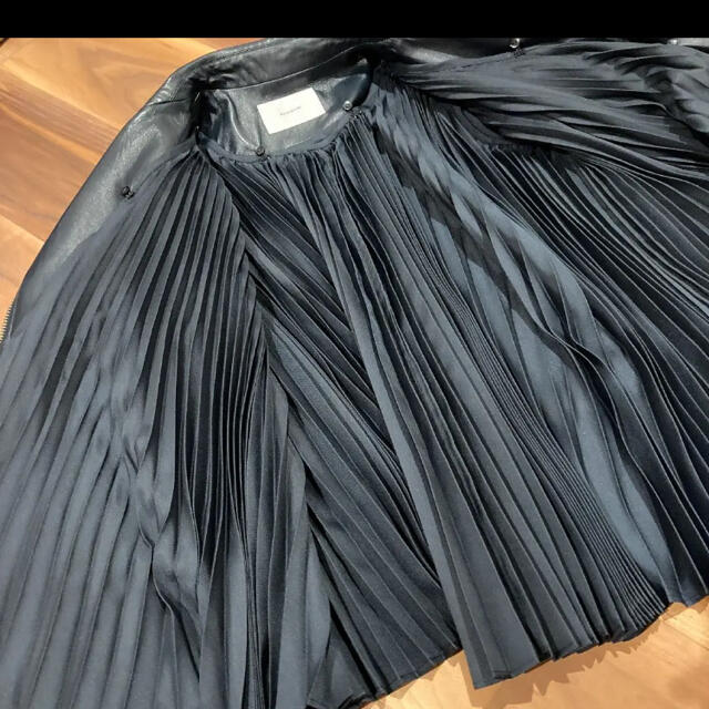 sacai(サカイ)の未使用 REKISAMI レザージャケット 紺 レディースのジャケット/アウター(ライダースジャケット)の商品写真